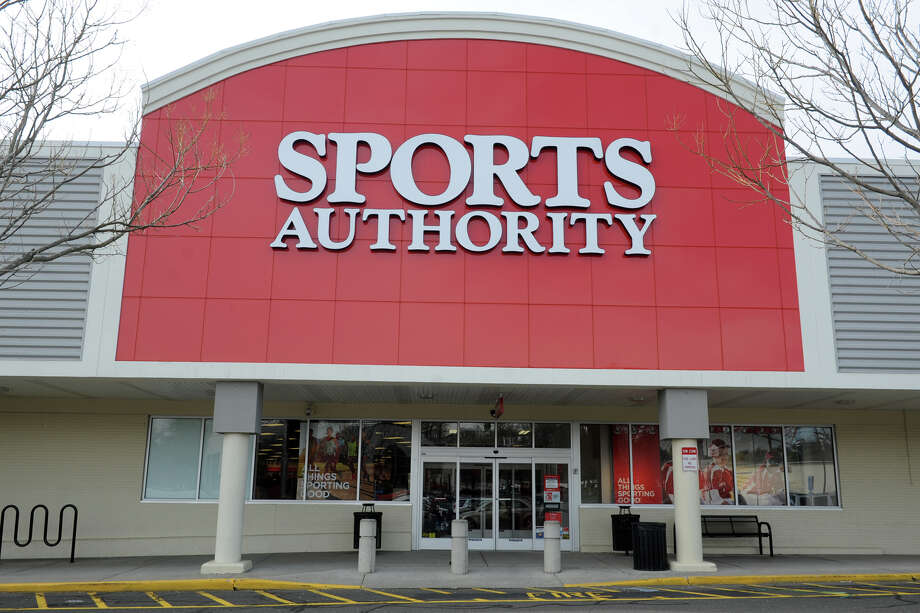 The Sports Authority, 4543 Main St. in Bridgeport. Photo: Ned Gerard / Hearst Connecticut Media / Connecticut Post