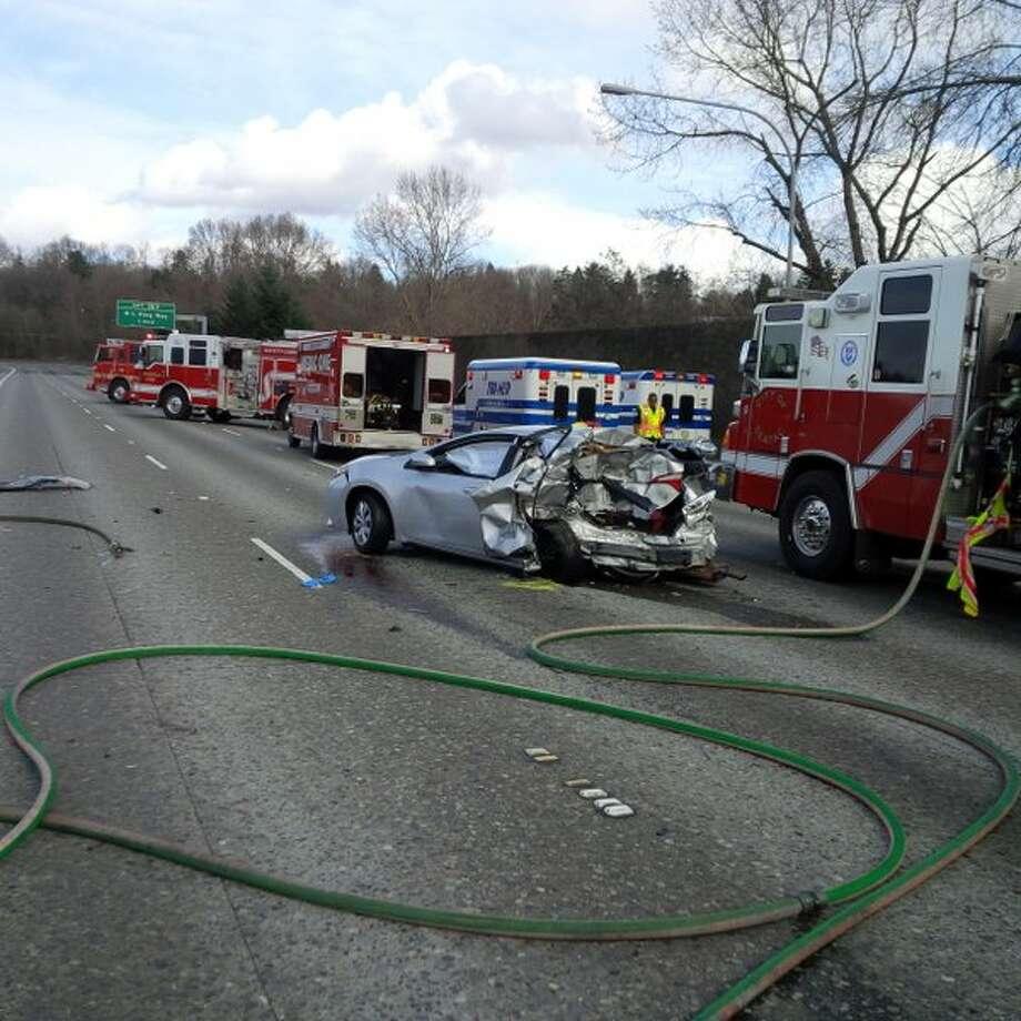 4 vehicle crash in tukwila jams i 5. Black Bedroom Furniture Sets. Home Design Ideas