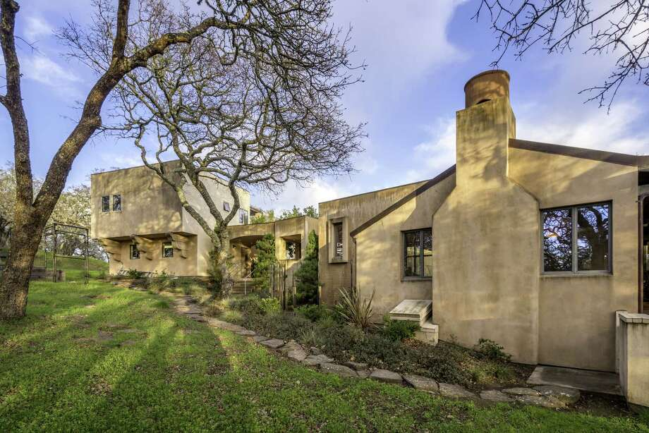 9359 Ladera Road occupies a 14.4-acre lot in Glen Ellen.  Photo: Bart Edson / Bart Edson