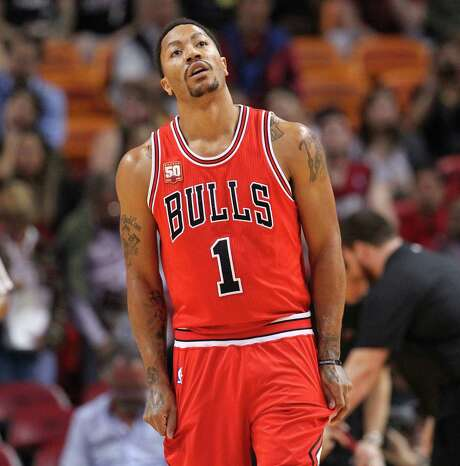 Chicago Bulls guard Derrick Rose returned to on Tuesday after missing three games with a hamstring injury. He is expected to play against the Rockets on Saturday. Photo: David Santiago, MBI / El Nuevo Herald