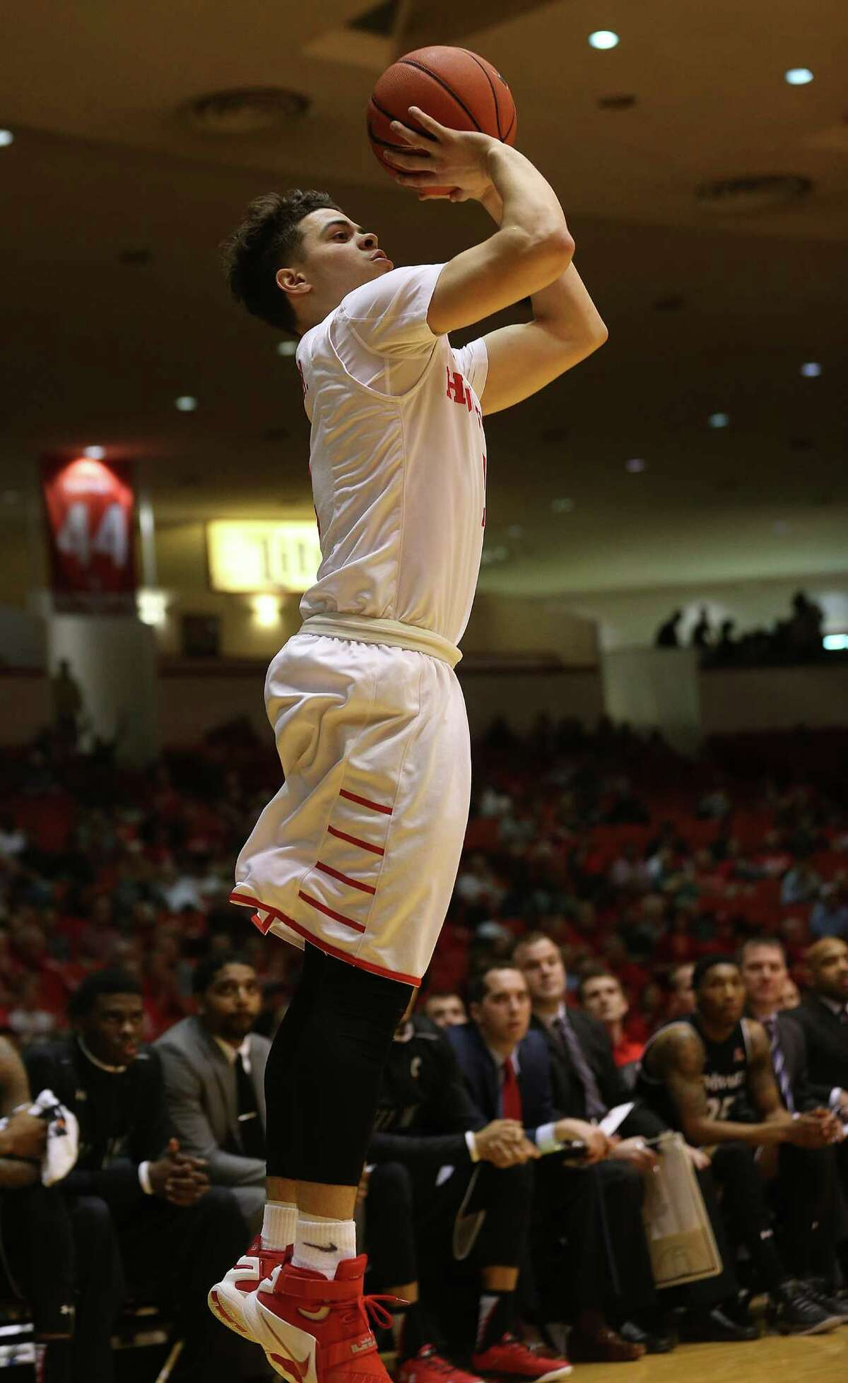 Houston Cougars guard Rob Gray Jr. (2) puts up a three-point shot in the first half of game action against Cincinnati Bearcats at Hofheinz Pavilion on Thursday, March 3, 2016, in Houston. Cougars won 69-56.