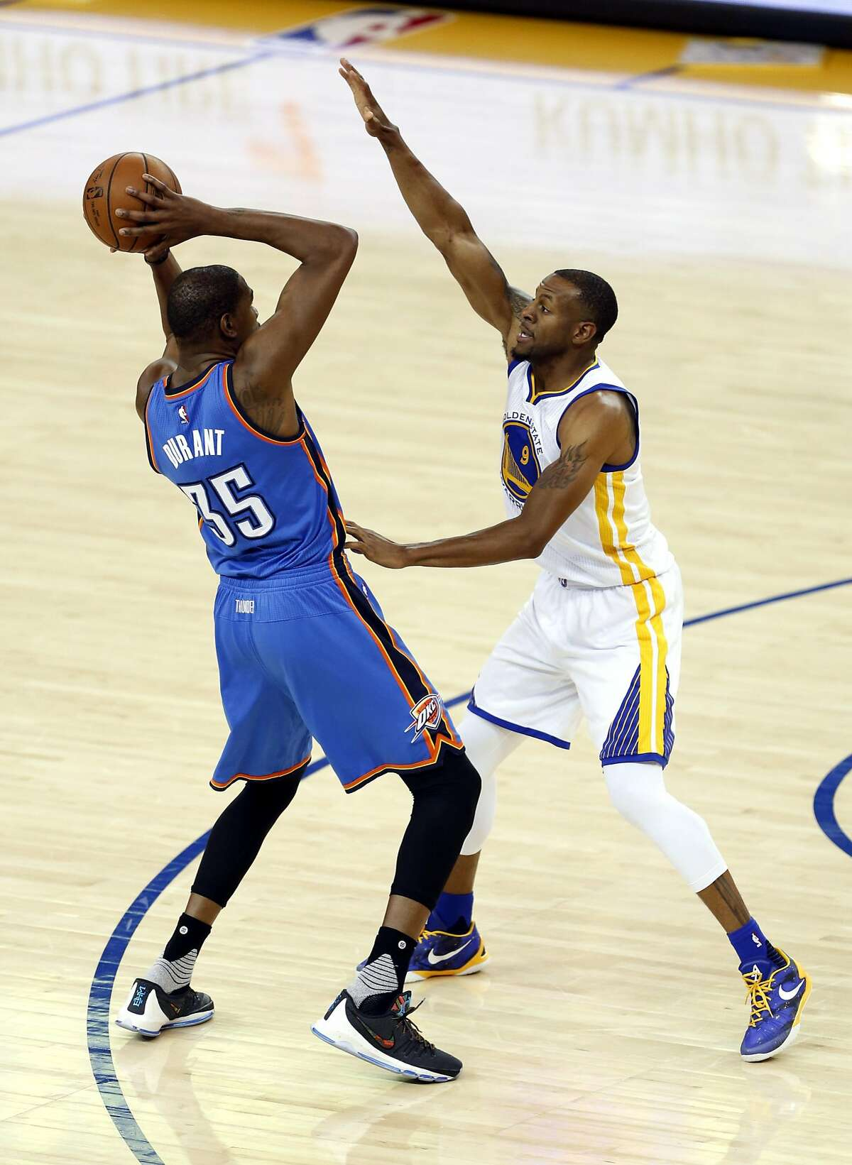 Andre Iguodala guards Kevin Durant during a game between the Golden State Warriors and the Oklahoma City Thunder in Oakland, California, on Thursday, March 3, 2016.