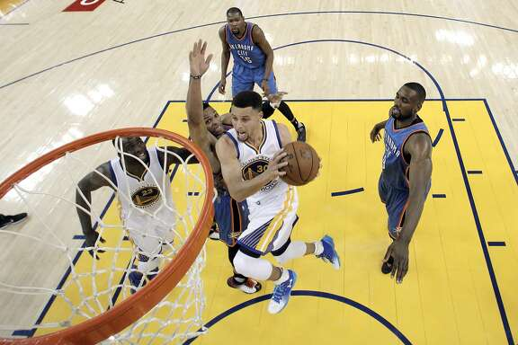 Stephen Curry (30) drives to the basket in the first half as the Golden State Warriors played the Oklahoma City Thunder at Oracle Arena in Oakland, Calif., on Thursday, March 3, 2016. The Warriors defeated the Thunder 121-106 to tie the longest home winning streak at 44 games.