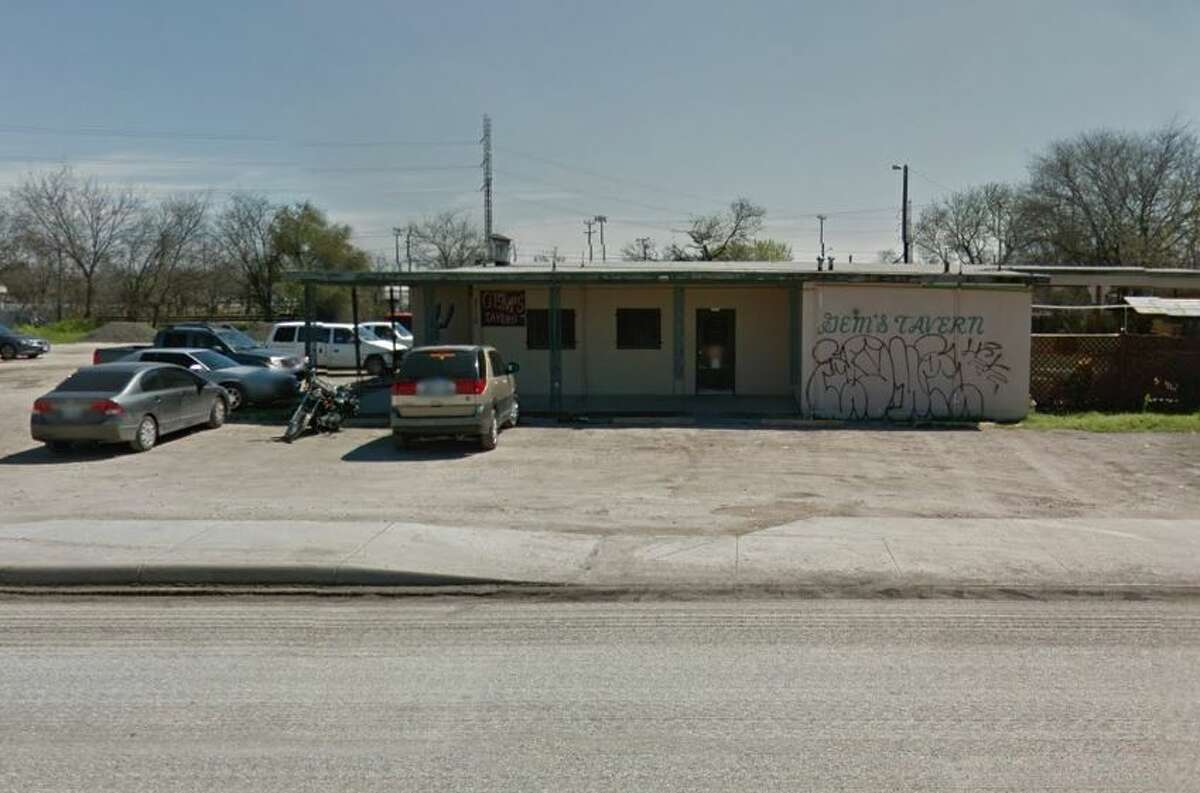 Gems Tavern: 2110 Frio City Road, San Antonio, Texas 78225Date: 03/01/2016 Demerits: 14Highlights: Employees did not use disposable gloves or tongs when handling ready-to-eat foods, chili not cooled at correct temperature, cut tomatoes and onions not held at correct temperature