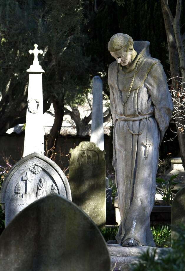 A Statue of Father Junipero Serra stands in the middle of the church cemetery at Mission Dolores in San Francisco on Tuesday, Jan 13, 2009. Photo: Lance Iversen, The Chronicle