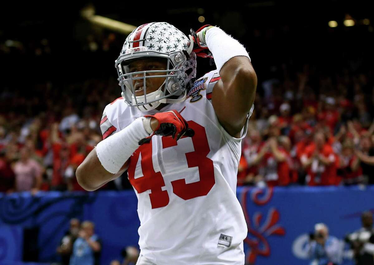 OLB Darron Lee, Ohio State Height/weight: 6-1, 232 40-yard dash: 4.46 Lacks ideal size, but he's an exceptional athlete with outstanding speed. He's too small to play outside in a 3-4. He's best suited to play on the weak side in a 4-3 and drop and cover. He's relentless against the run. He's got an explosive first step. He can close on coverage and when he's rushing the quarterback. Will go in the first round.