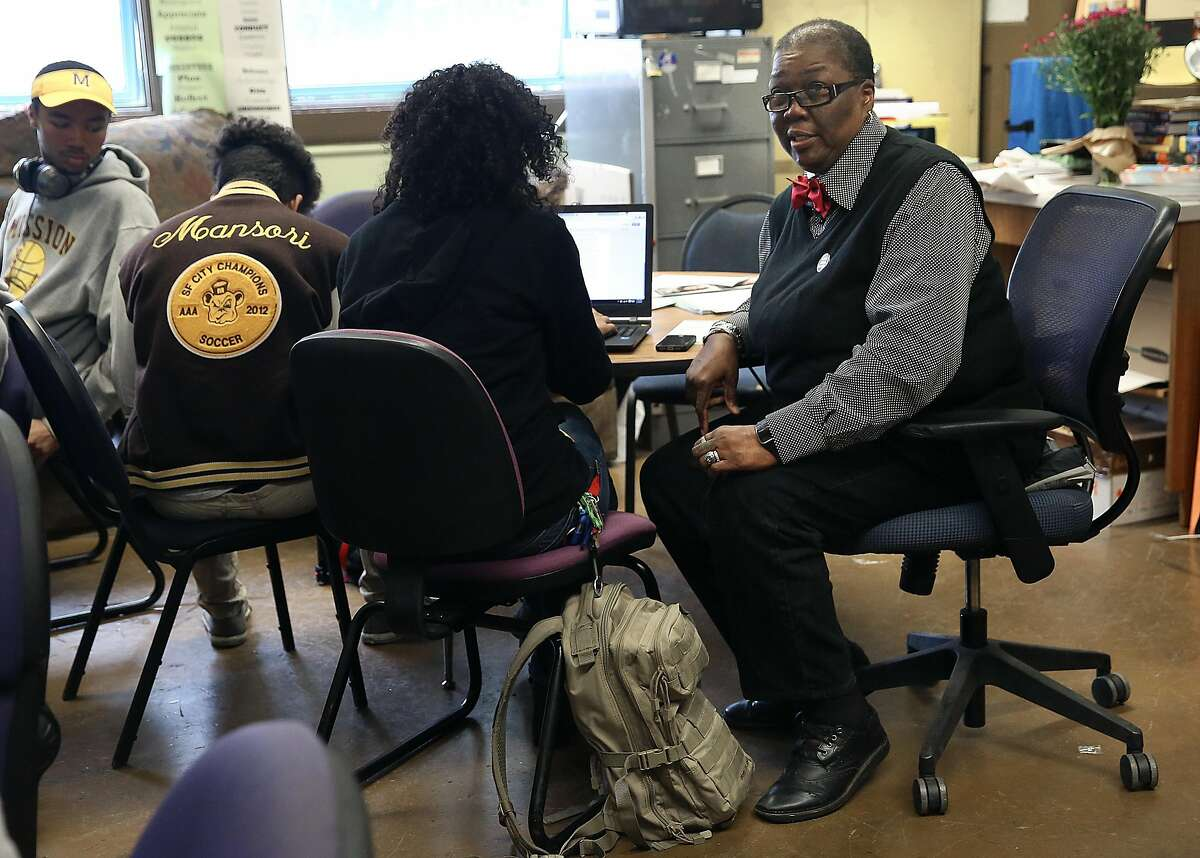 African-american community liaison Linda Jordan (right) advises seniors on college, scholarships, and financial aid applications at Mission High School in San Francisco, California, on friday, march 4, 2016. Google is giving a racial justice grant for their MyBrothers Sisters Keeper initiative ensuring every African American senior will have individualized mentoring and guidance for financial aid.