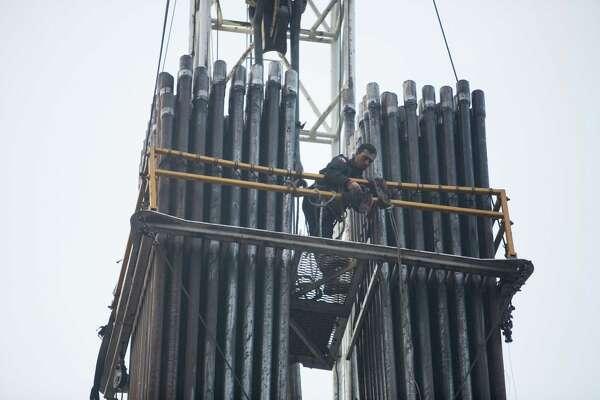 Oil industry plans to spend $100 billion in U S  fields next