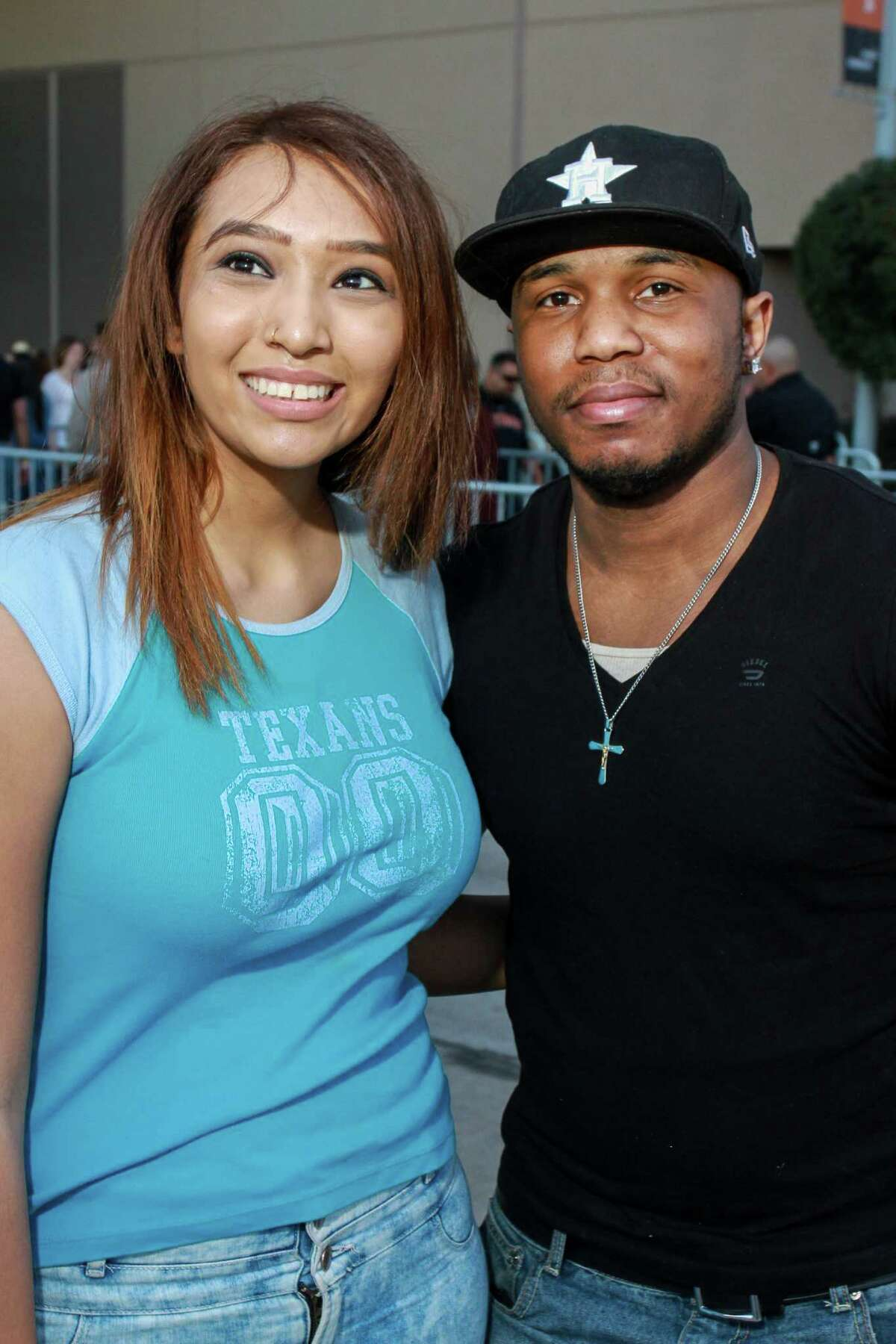Jason Derulo fans at his RodeoHouston concert on Friday.
