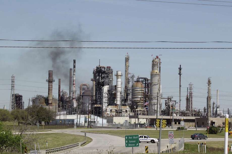 An explosion Saturday morning, March 5, 2016 at a Pasadena refinery sent plumes of smoke into the air and first responders scrambling to the scene. Photo: James Nielsen ,  Houston Chronicle