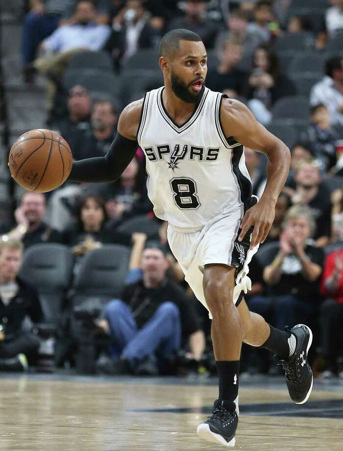Patty Mills brings the ball up court as the Spurs host the Pistons at the AT&T Center on March 2, 2016. Photo: TOM REEL,  STAFF / SAN ANTONIO EXPRESS-NEWS / 2016 SAN ANTONIO EXPRESS-NEWS
