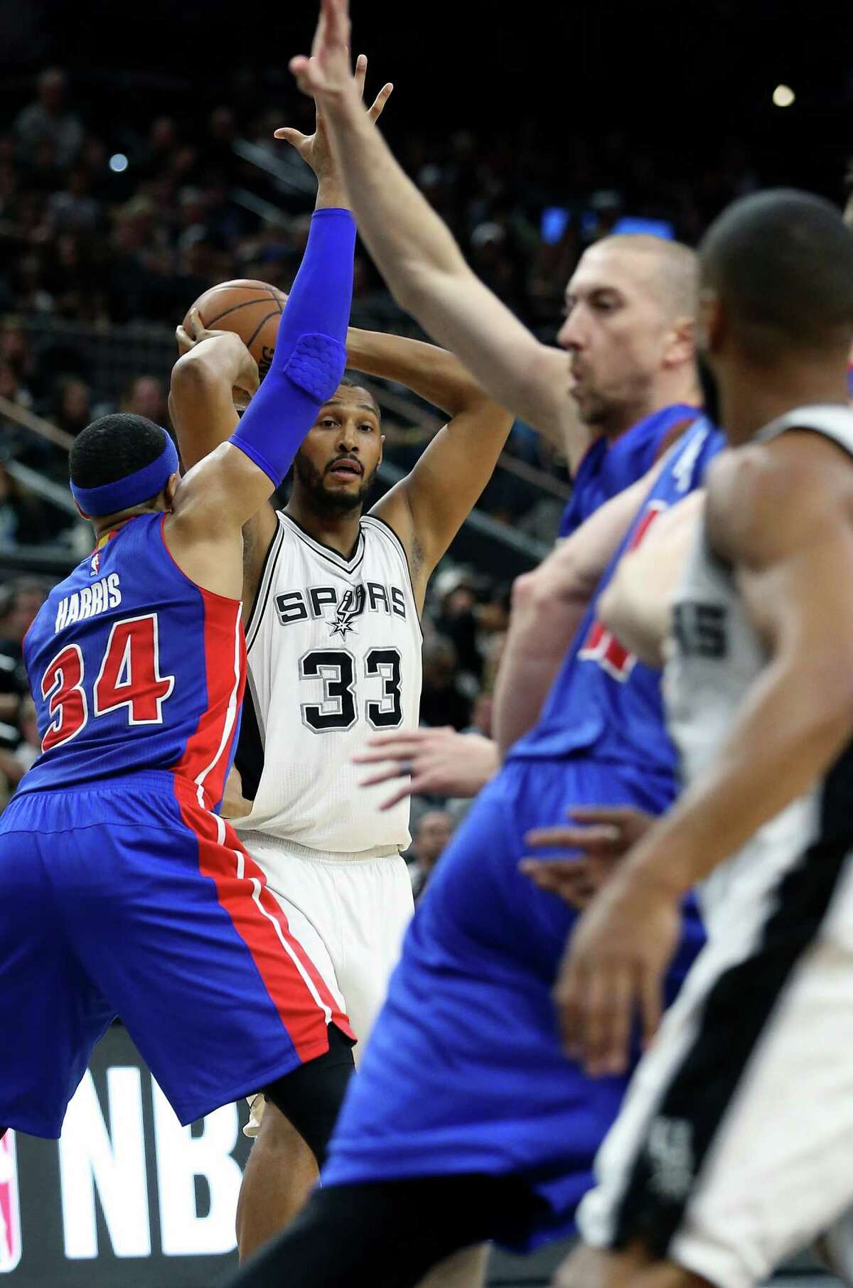 Boris Diaw looks for a cutter as the Spurs host the Pistons at the AT&T Center on March 2, 2016.