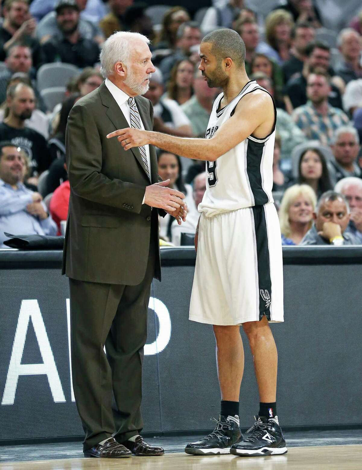 Tony Parker discusses tactics with Gregg Popovich as the Spurs host the Pistons at the AT&T Center on March 2, 2016.
