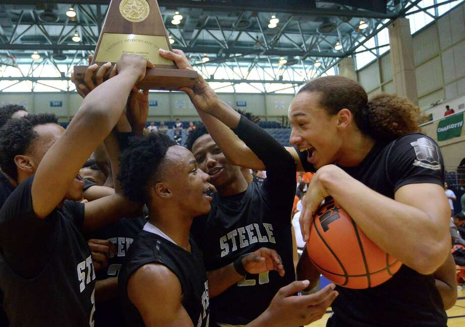 Elijah Payne (midle) and Antoine Cox-Wesley (right) and Steele teammates celebrate their Region IV-6A basketball championship victory over Laredo United at the UTSA Convocation Center on March 5, 2016. Photo: Billy Calzada /San Antonio Express-News / San Antonio Express-News