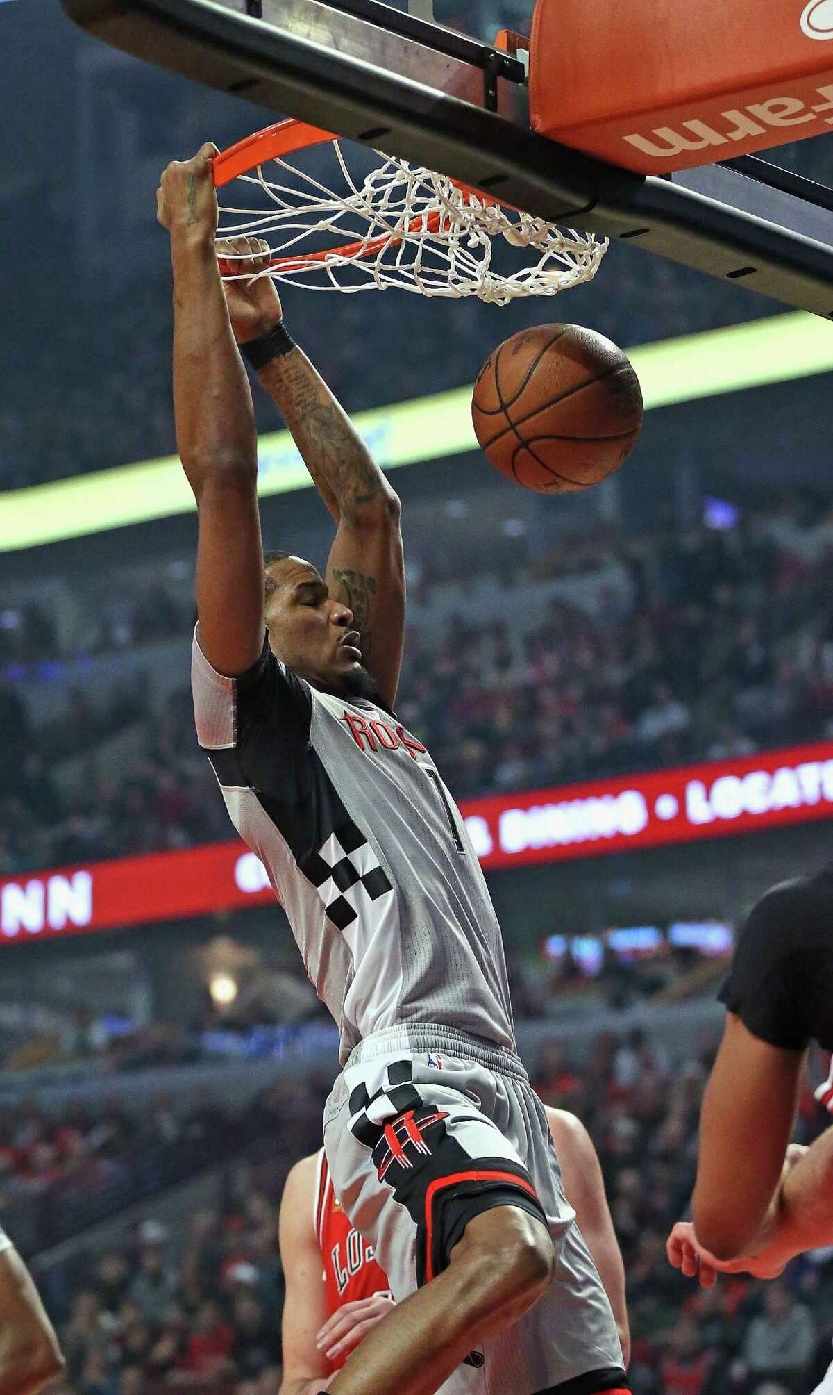 CHICAGO, IL - MARCH 05: Trevor Ariza #1 of the Houston Rockets dunks against the Chicago Bulls at the United Center on March 5, 2016 in Chicago, Illinois. NOTE TO USER: User expressly acknowledges and agrees that, by downloading and or using the photograph, User is consenting to the terms and conditions of the Getty Images License Agreement.