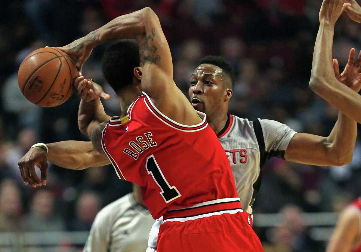 CHICAGO, IL - MARCH 05: Dwight Howard #12 of the Houston Rockets knocks the ball away from Derrick Rose #1 of the Chicago Bulls at the United Center on March 5, 2016 in Chicago, Illinois. NOTE TO USER: User expressly acknowledges and agrees that, by downloading and or using the photograph, User is consenting to the terms and conditions of the Getty Images License Agreement.