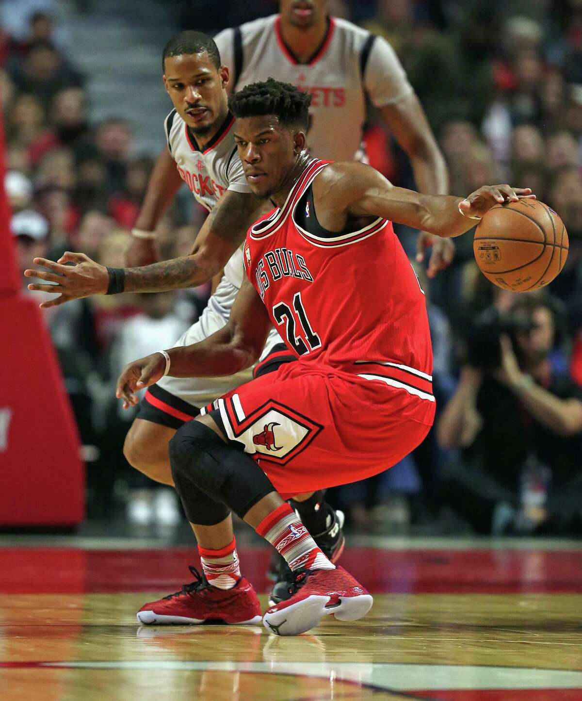 CHICAGO, IL - MARCH 05: Jimmy Butler #21 of the Chicago Bulls moves against Trevor Ariza #1 of the Houston Rockets at the United Center on March 5, 2016 in Chicago, Illinois. NOTE TO USER: User expressly acknowledges and agrees that, by downloading and or using the photograph, User is consenting to the terms and conditions of the Getty Images License Agreement.