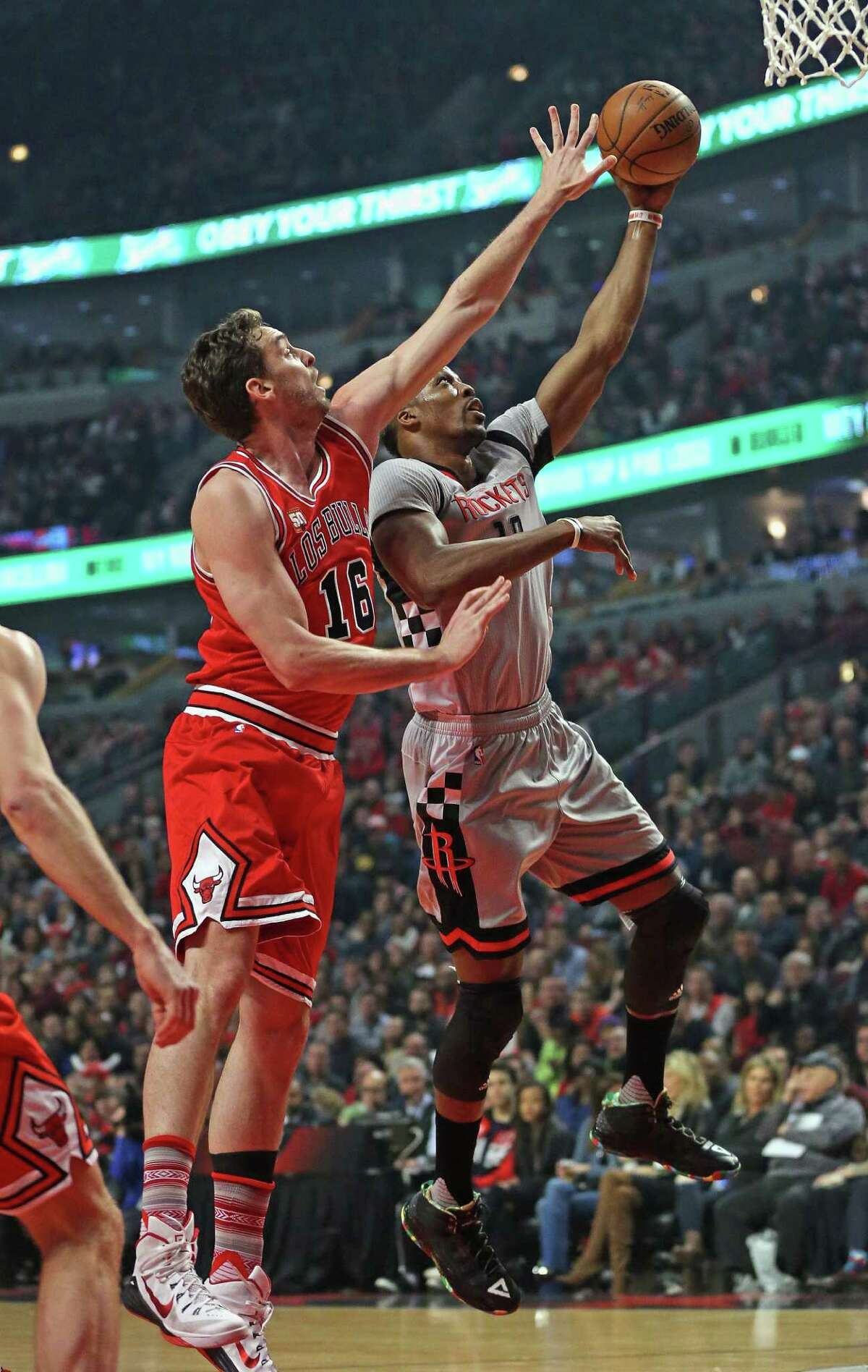 CHICAGO, IL - MARCH 05: Dwight Howard #12 of the Houston Rockets shoots against Pau Gasol #16 of the Chicago Bulls at the United Center on March 5, 2016 in Chicago, Illinois. NOTE TO USER: User expressly acknowledges and agrees that, by downloading and or using the photograph, User is consenting to the terms and conditions of the Getty Images License Agreement.