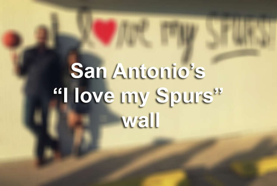 Hundreds of San Antonians posed in front of Luiz Munoz's newest piece throughout its inaugural week.