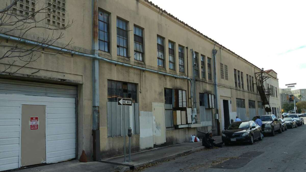 The back of the empty building at 901 E Houston Street in downtown San Antonio.
