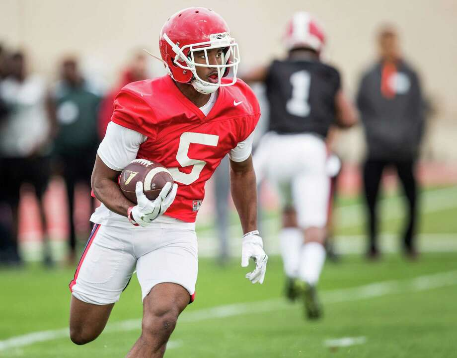 Houston receiver Ra'Shaad Samples runs with the football during the Cougars' opening spring practice Monday, March 7, 2016, in Houston. Photo: Brett Coomer, Houston Chronicle / © 2016 Houston Chronicle