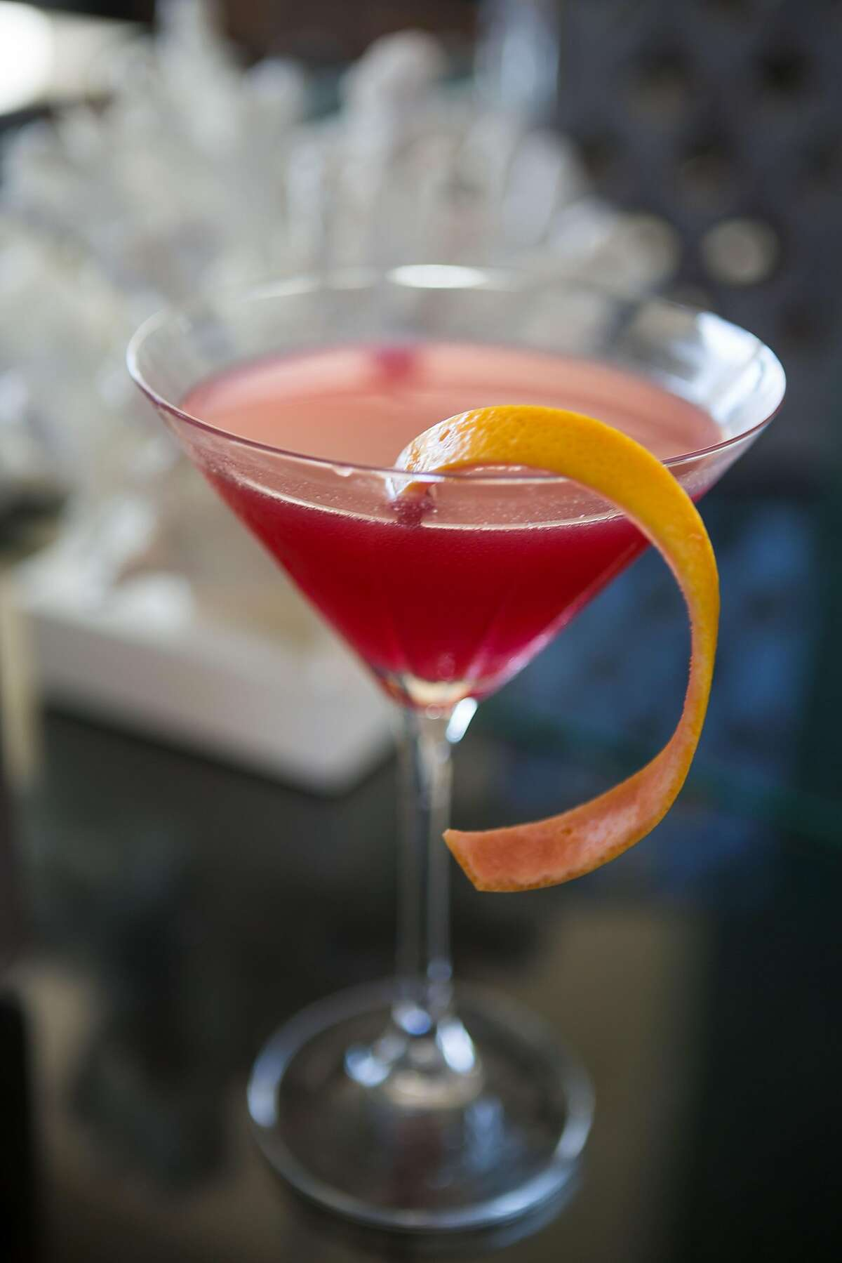 Cocktails Luana Lounge Makalapua: The newly revamped cocktail menu at the Fairmont Kea Lani�s Luana Lounge includes the Makalapua: Ocean organic vodka, hibiscus-rose syrup, lemon, grapefruit and lavender bitters. Credit: Pacific Dream Photography