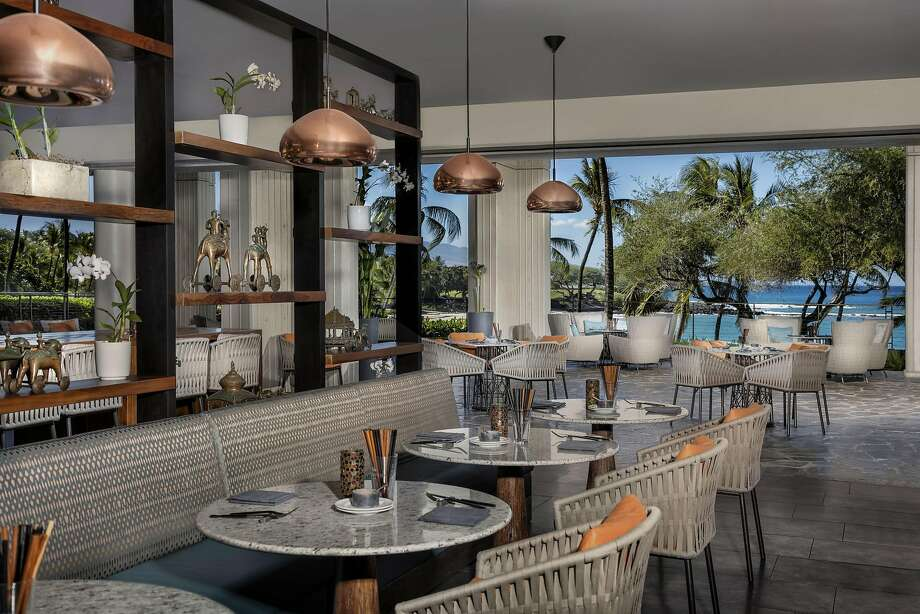 The new Copper Bar at the Mauna Kea Beach Hotel, opened in December, expanded and updated the old Copper Terrace to emphasize the ocean view. Photo: Mauna Kea Beach Hotel