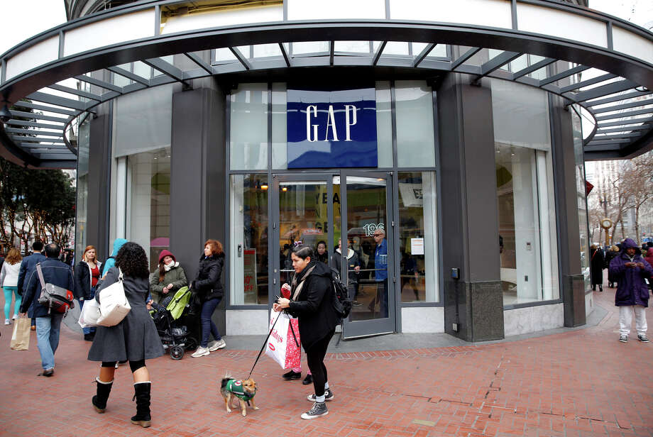Gap has seen sales at its stores, including Banana Republic and Old Navy, fall. But it has not been able to make up for it online. Photo: Connor Radnovich / The Chronicle / ONLINE_YES