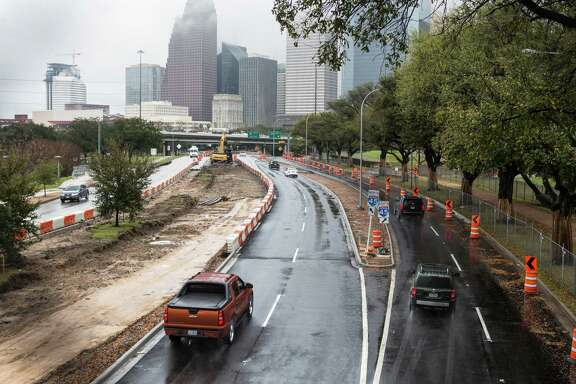 Eastbound traffic flows past construction underway along Allen Parkway on Monday, Feb. 22, 2016.