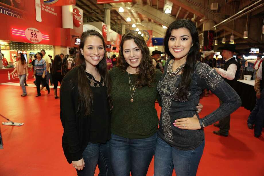 Pitbull fans at RodeoHouston on Tuesday.  Photo: Houston Chronicle / © 2016 Houston Chronicle