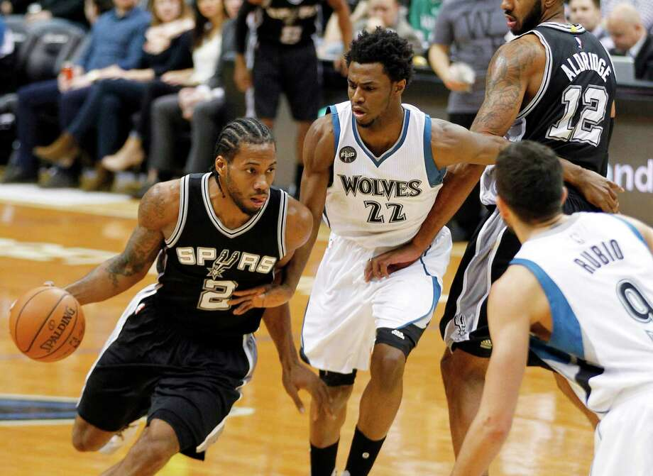 San Antonio Spurs forward Kawhi Leonard drives on Minnesota Timberwolves guard Andrew Wiggins on a pick by LaMarcus Aldridge. Photo: Andy Clayton-King /AP / FR 51399 AP