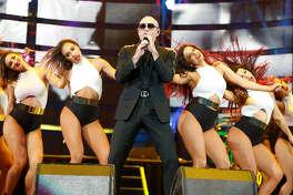 Pitbull en el Houston Livestock Show and Rodeo 2016.