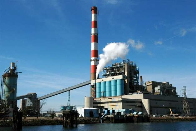 PSEG's Bridgeport Harbor Generating Station, in Bridgeport, Conn. March 8th, 2006. Photo: Ned Gerard / Connecticut Post