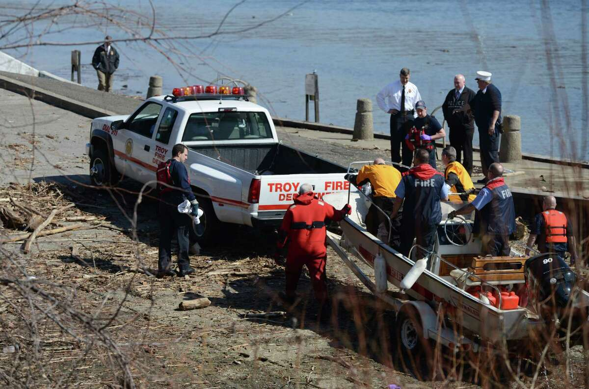 Emergency workers return to the Albany boat launch with a body that was recovered from the Hudson River on Wednesday, March, 9, 2016, in Albany, N.Y. Witnesses said the body was spotted at low tide. (Will Waldron/Times Union)