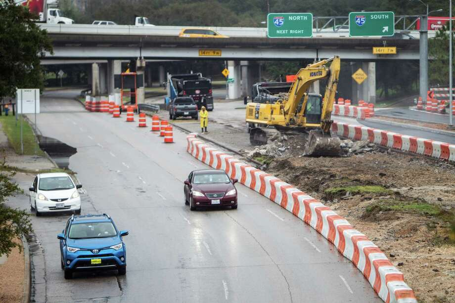 The ramp from eastbound Allen Parkway to southbound Interstate 45, shown here Feb. 22 during work on Allen, will close July 9 for more than two months.  Photo: Brett Coomer, Houston Chronicle / © 2016 Houston Chronicle
