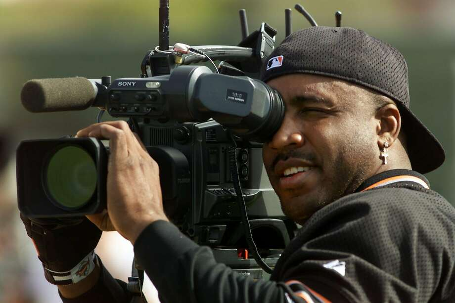 Barry Bonds behind a TV camera during spring training at Indian School Park in Scottsdale on Feb. 25, 2002. Photo: KENDRA LUCK, SFC