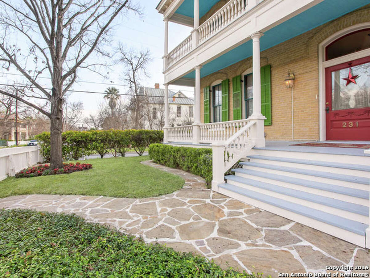 The home has some serious curb appeal as it gives off those Southtown vibes.