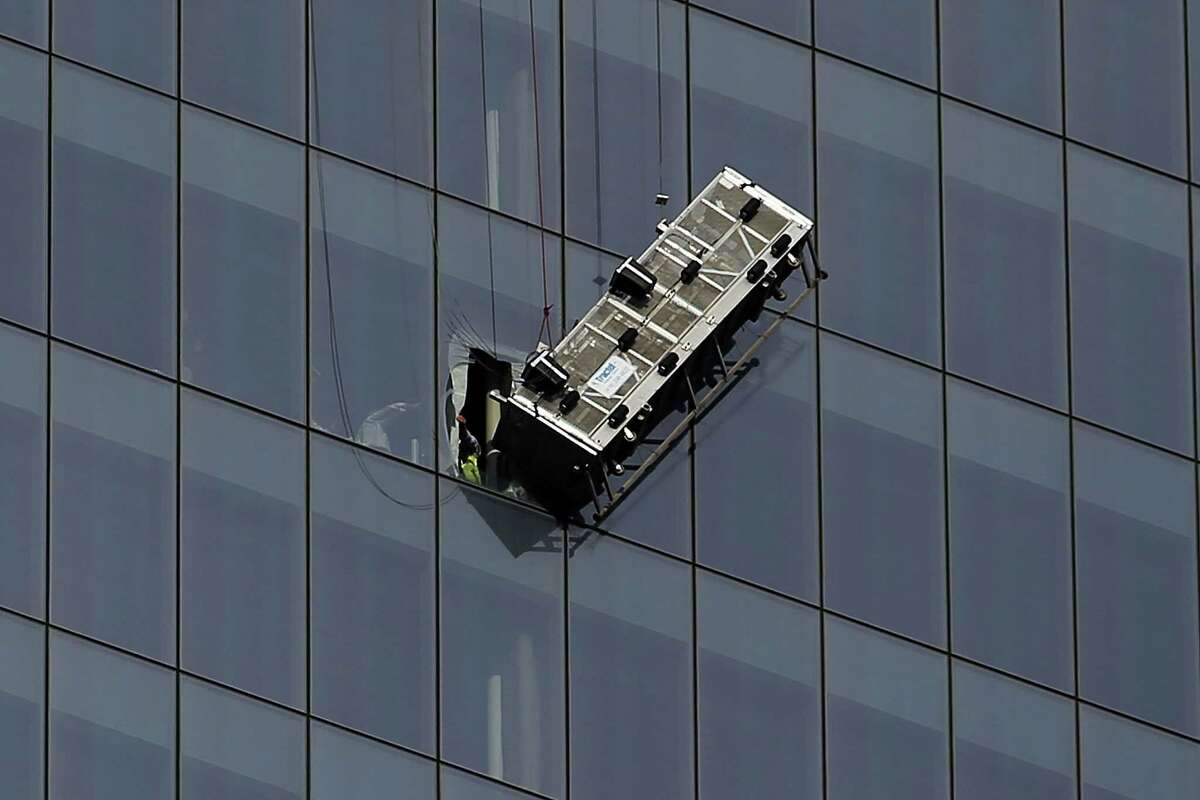 NEW YORK, NY - NOVEMBER 12: A scaffold that was carrying two workers hangs 69 floors up at One World Trade Center on November 12, 2014 in New York City. The workers were washing windows 69 floors up soon after One World Trade Center, the tallest building in the Western Hemisphere, opened. (Photo by Spencer Platt/Getty Images) ORG XMIT: 523084207 ORG XMIT: MER2016030813221354