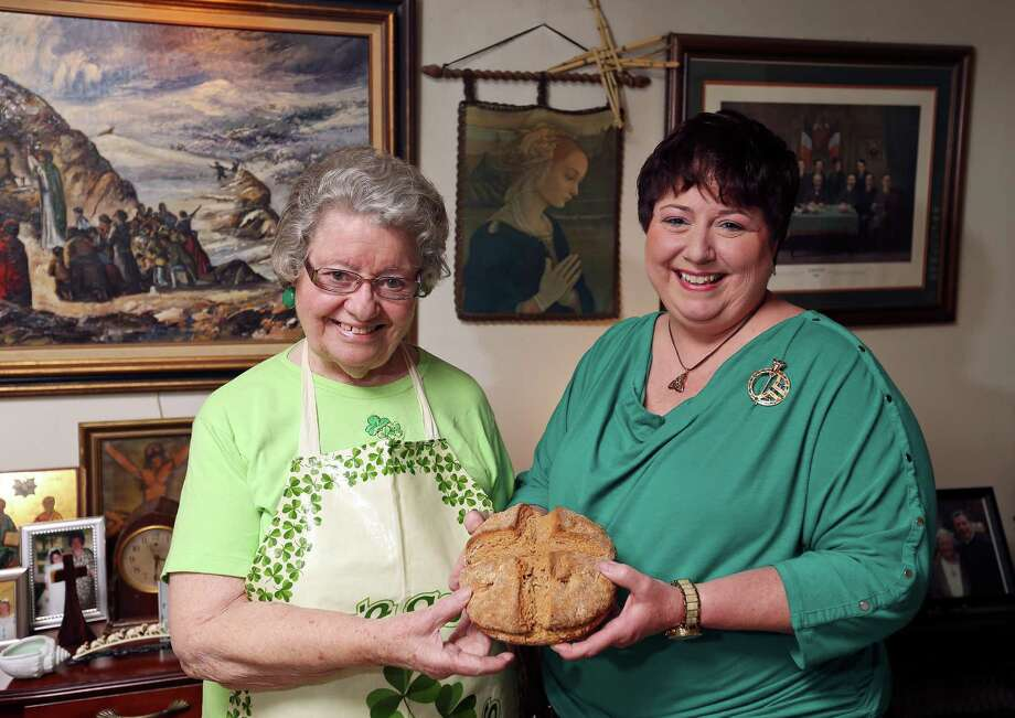 Portrait of Margaret Burke (left) and her daughter Eileen Burke-Faught with their Irish soda bread. Photo: Edward A. Ornelas /San Antonio Express-News / © 2016 San Antonio Express-News