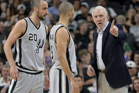 San Antonio Spurs head coach Gregg Popovich, right, talks to Spurs guards Manu Ginobili (20), of Argentina, and Tony Parker, of France, during the second half of an NBA basketball game against the Sacramento Kings, Saturday, March 5, 2016, in San Antonio. (AP Photo/Darren Abate)