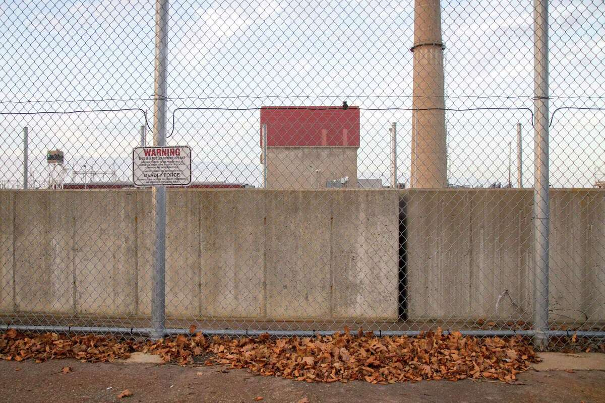A fence along the James A. FitzPatrick Nuclear Power Plant, in Scriba, N.Y., Nov. 5, 2015. Since Entergy announced the shutdown of the plant, many residents of Oswego County have become anxious about the loss of jobs and the potential drain on the local economy. (Emma Tannenbaum/The New York Times)
