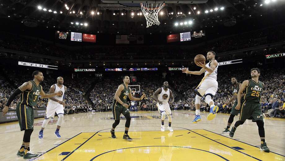 Stephen Curry flies in for a shot in the second half as the Golden State Warriors played the Utah Jazz at Oracle Arena in Oakland, Calif., on Wednesday, March 9, 2016. Photo: Carlos Avila Gonzalez Carlos Gonzalez, The Chronicle