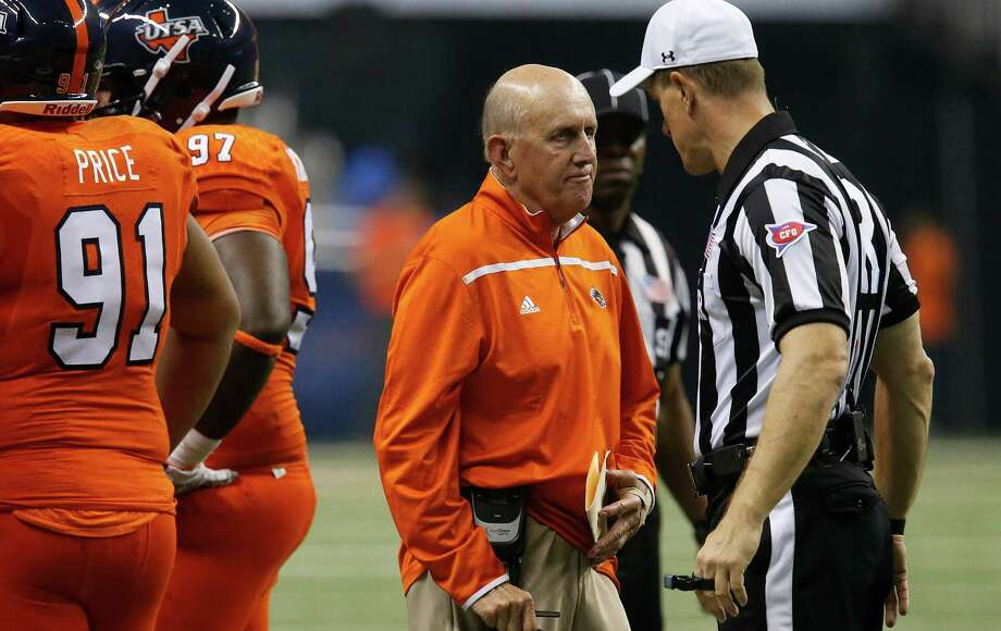 UTSA head coach Larry Coker chats with a game official during the game against Kansas State at the Alamodome on Sept. 12, 2015. Photo: Kin Man Hui /San Antonio Express-News / ©2015 San Antonio Express-News