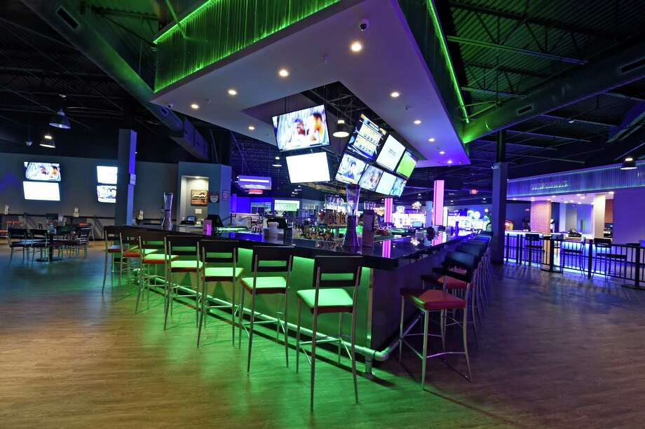 Interior view of  the sports bar Thursday, March 10, 2016, at the Via Port Rotterdam, formerly Rotterdam Square Mall in Rotterdam, N.Y.    (Skip Dickstein/Times Union) Photo: SKIP DICKSTEIN / 10035715A