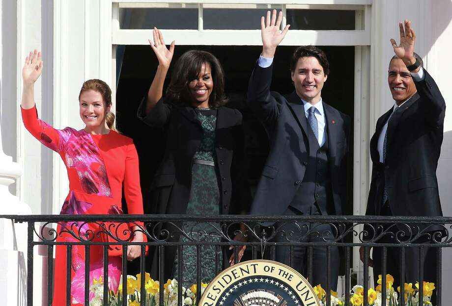 WASHINGTON, DC - MARCH 10:  U.S. President Barack Obama (R) and Canadian Prime Minister Justin Trudeau (2nd R), U.S. first lady Michelle Obama (2nd L) and Sophie Grégoire-Trudeau wave to invited guests from the Truman Balcony of the White House after an arrival ceremony at the White House, March 10, 2016 in Washington, DC. This is Trudeau's first trip to Washington since becoming Prime Minister. (Photo by Mark Wilson/Getty Images) *** BESTPIX *** Photo: Mark Wilson, Staff / 2016 Getty Images