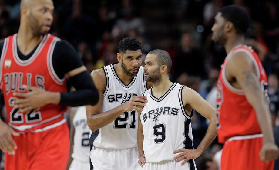 Spurs center Tim Duncan (21) talks with teammate Tony Parker (9) during the second half against the Chicago Bulls on March 10, 2016, in San Antonio. San Antonio won 109-101. Photo: Eric Gay /AP / AP