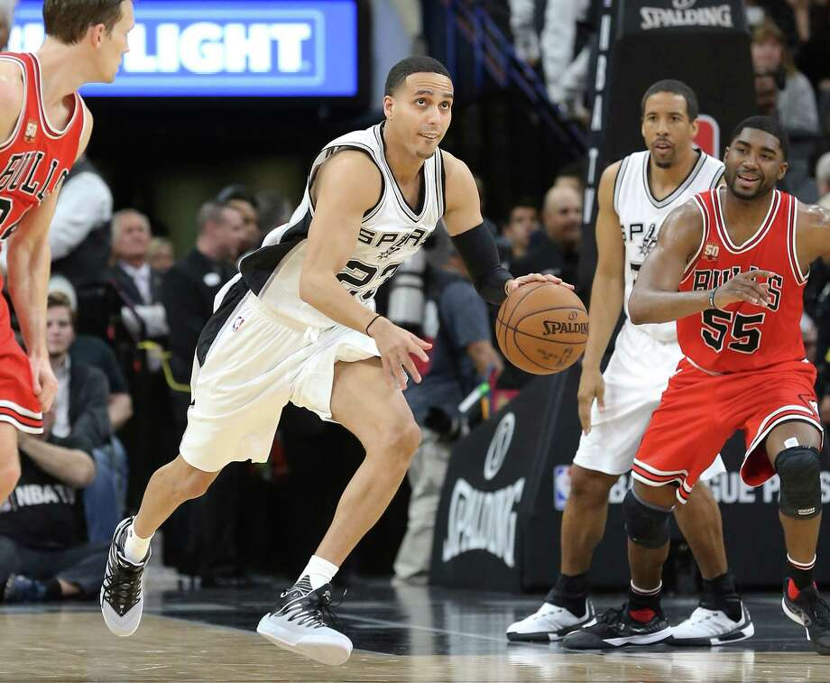 New Spur Kevin Martin brings the ball up as the Spurs host Chicago at the AT&T Center on March 10, New Spur Kevin Martin brings the ball up as 2016. Photo: TOM REEL, STAFF / SAN ANTONIO EXPRESS-NEWS / 2016 SAN ANTONIO EXPRESS-NEWS