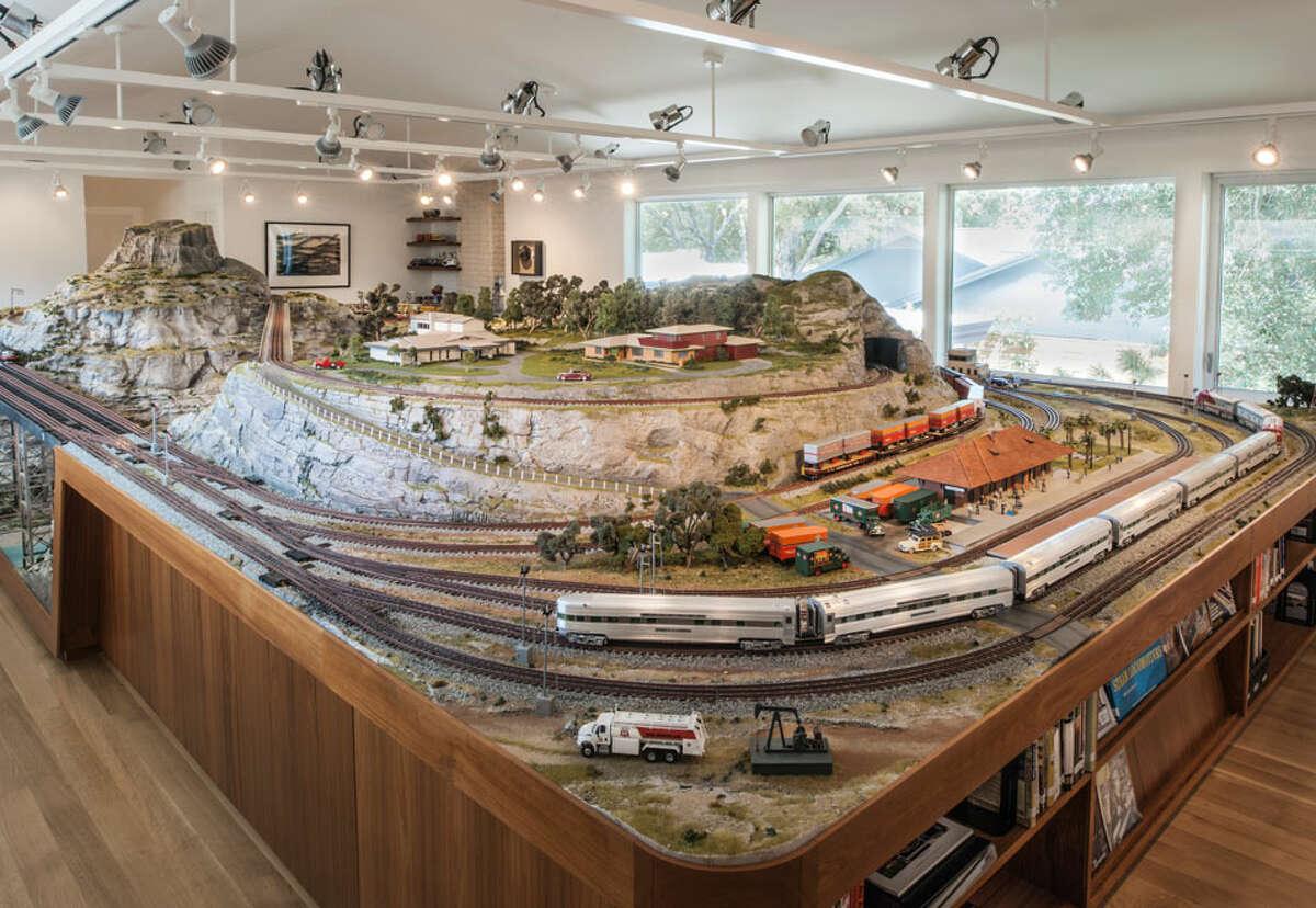 Glen Rosenbaum's model train room.