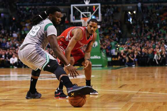 BOSTON, MA - MARCH 11:  Jae Crowder #99 of the Boston Celtics stops a pass from Trevor Ariza #1 of the Houston Rockets with his foot during the second quarter at TD Garden on March 11, 2016 in Boston, Massachusetts. NOTE TO USER: User expressly acknowledges and agrees that, by downloading and/or using this photograph, user is consenting to the terms and conditions of the Getty Images License Agreement.