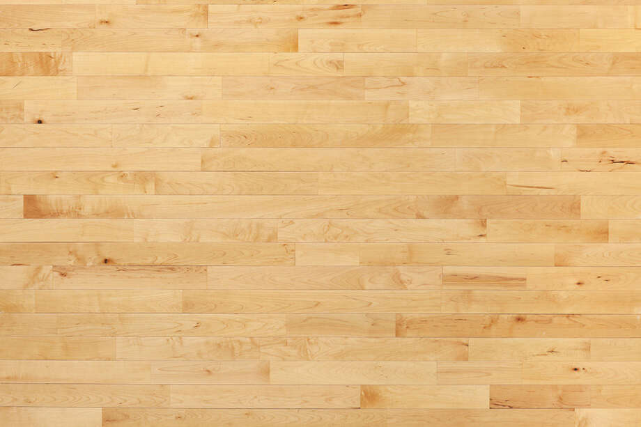Hardwood maple basketball court floor viewed from above Photo: Dan Thornberg / Daniel Thornberg - Fotolia